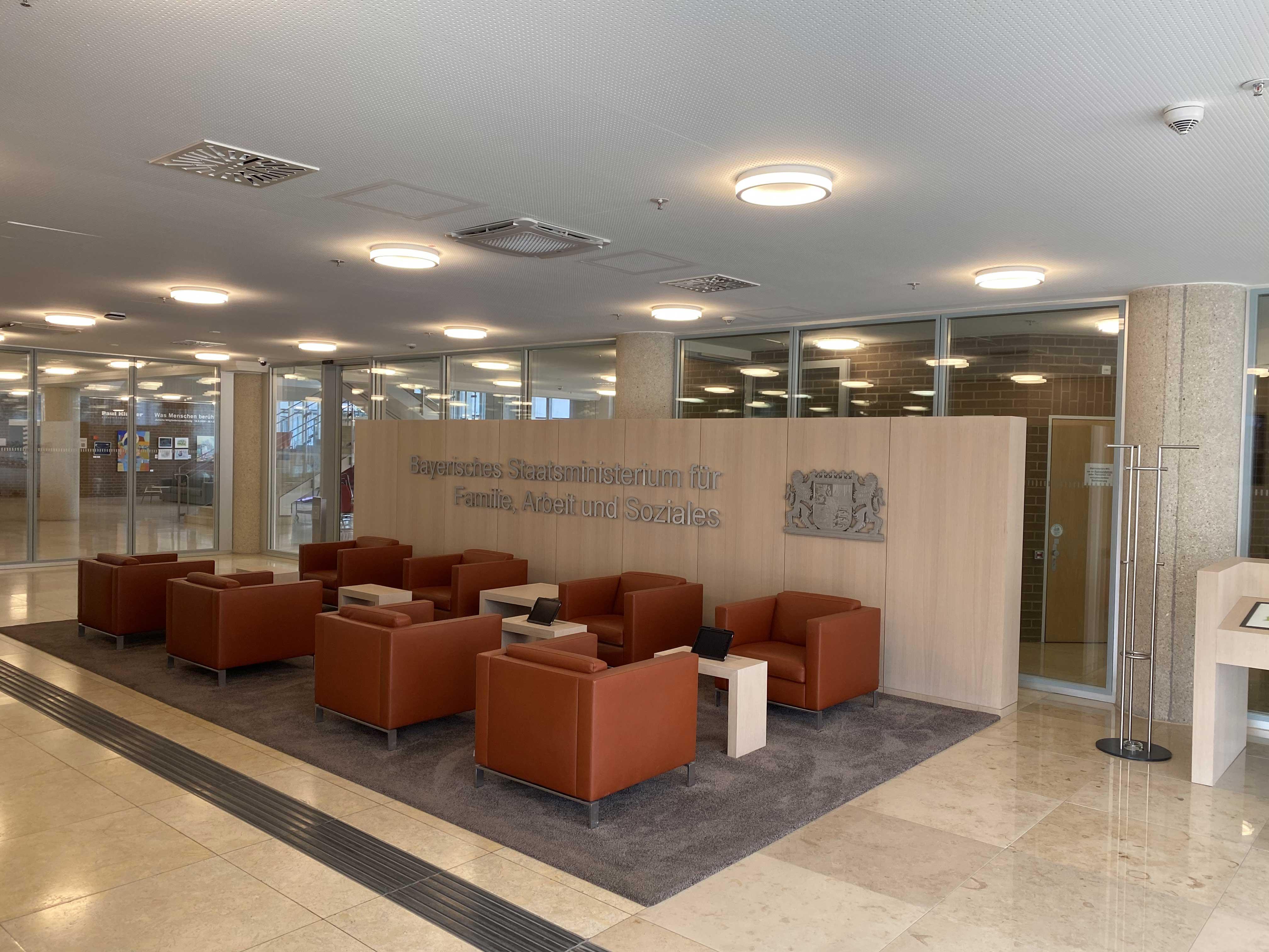 Umbau Foyer im Gebäude des Bayerisches Staatsministerium für Arbeit und Soziales, Familie und Integration (StMAS)